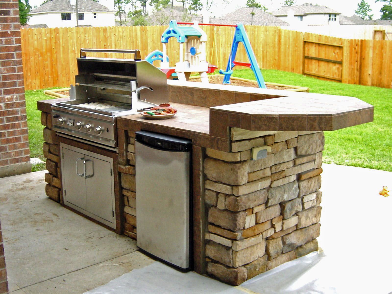 Http Www Outdoorhomescapes Com Sitebuildercontent Sitebuilderpictures Dsc0016 Small Outdoor Kitchens Small Outdoor Kitchen Design Outdoor Kitchen Countertops